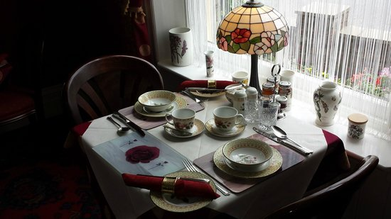 Barbican House: Table setting