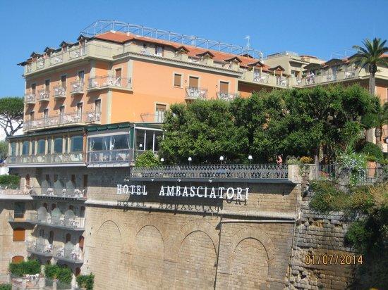 Grand Hotel Ambasciatori: side view of hotel from port