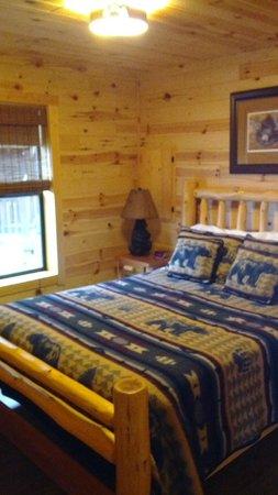 Brown's Bay Resort: Bedroom (Bear)