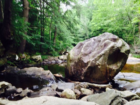 Wahconah Falls State Park: Down stream