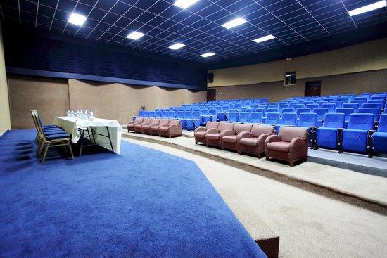 Crossroads Hotel: Auditorium 3