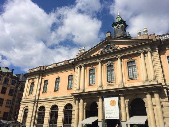 Stortorgskallaren: Overlooking square