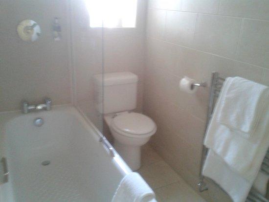 Woodside Hotel: Bathroom in room 61