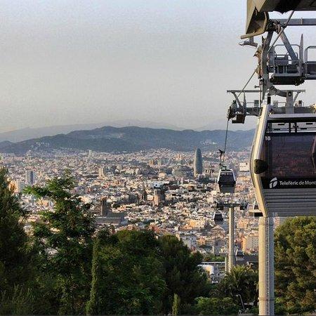Montjuic Castle: Виды на Барсу с телеферик. Дорога до крепости