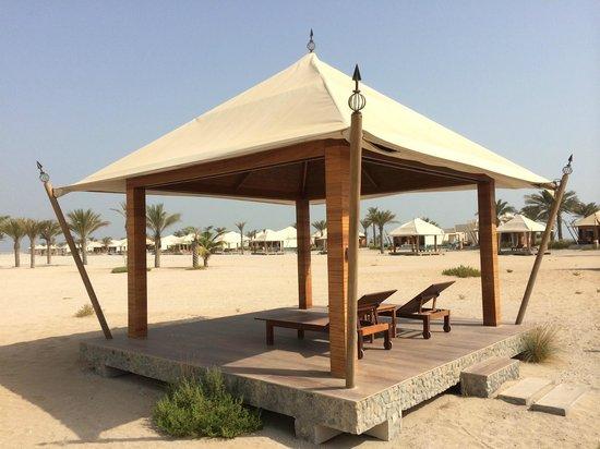 Banyan Tree Ras Al Khaimah Beach : Beach cabana without curtains, mattresses or towels
