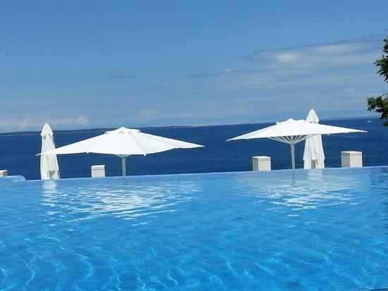 Vitality Hotel Punta: La piscina a sfioro