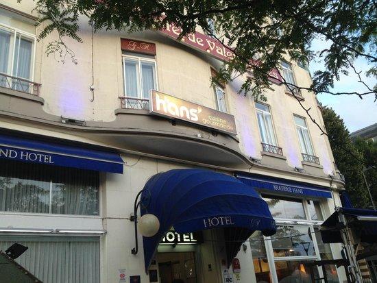 Le Grand Hotel de Valenciennes: Façade de l'hôtel