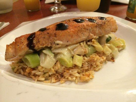 Le Park: Filet de saumon, comportée de poireaux et riz