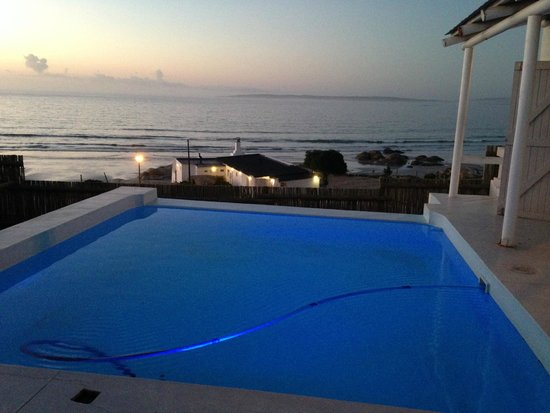 Paternoster Cottages: night time view