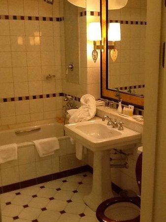 Belmond Grand Hotel Europe: bathroom