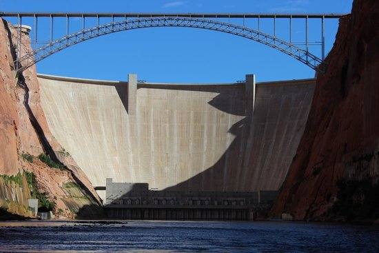 Colorado River Discovery : Glen Canyon Dam