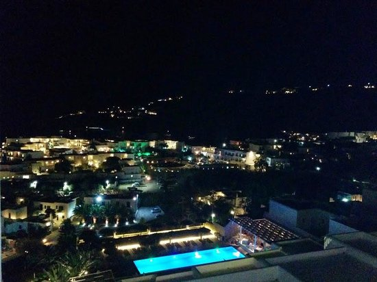 Myconian Ambassador Relais & Chateaux Hotel : Hotel at night
