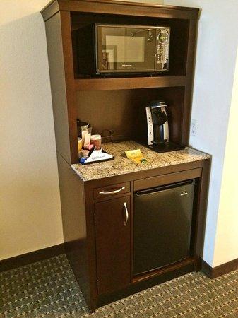 Hilton Garden Inn Billings : Microwave and fridge