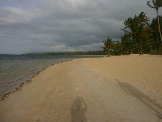 Grand Bahia Principe El Portillo : beach to left