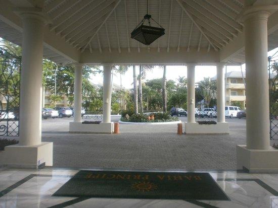 Grand Bahia Principe El Portillo: entrance