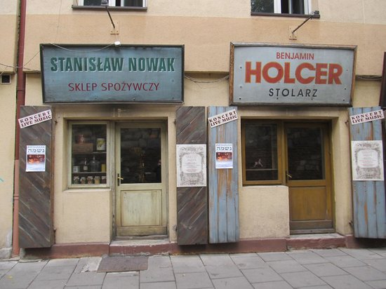 Quartier juif (Kazimierz) : Some great old shop outlets. Not sure they are open
