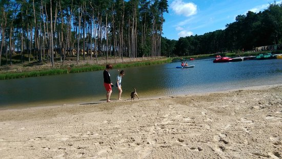 Center Parcs Woburn Forest: Beach at the lake