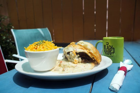 Black Magic Cafe : Who said fried chicken biscuit?