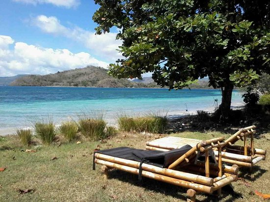 Pearl Beach Resort : Pearl Beach white sand and coral