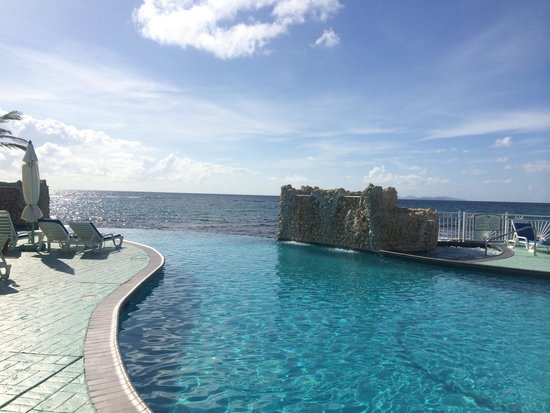 Oyster Bay Beach Resort: Beautiful view from the pool! Best feature of this property.