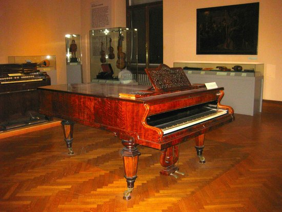 Sammlung alter Musikinstrumente (Collection of Early Musical Instruments): Pianos played by Beethoven, Lizst, Schubert, Brahms, and more.  A must see