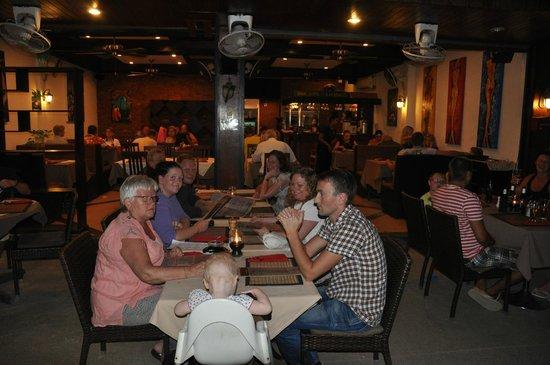 Mamma Mia Grill & Restaurant Bangtao: Busy Restaurant