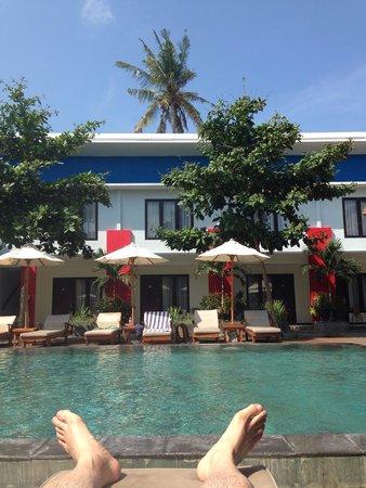 Ozz Hotel Kuta: オッズホテルのプールサイド