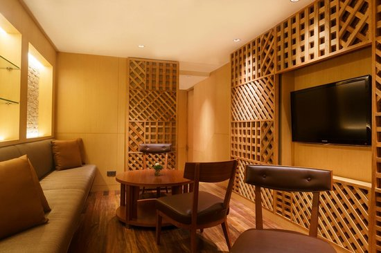 Hilton Colombo Residences: Private Rooms of the Bar & Lounge, situated on the ground floor.