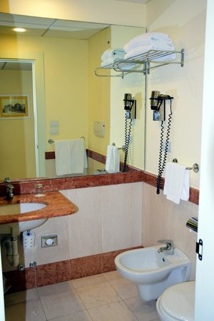 Mercure Villa Romanazzi Carducci: unser Badezimmer