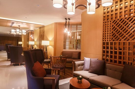 Hilton Colombo Residences : Bar & Lounge, situated on the ground floor.
