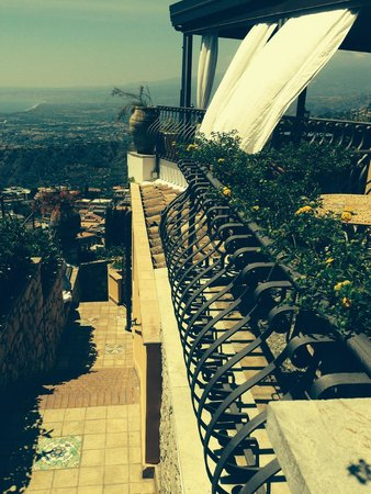 Hotel Villa Ducale: View from the side of Villa Ducale