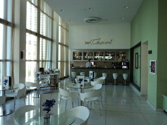 NH Capri La Habana: Bar Lobby