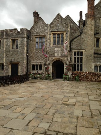 Eastwell Manor : The Courtyard and entrance to the Manor