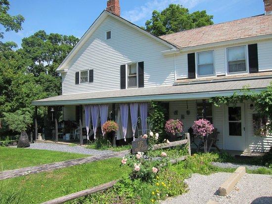 Ingalls Crossing Farm Bed & Breakfast : Farm house