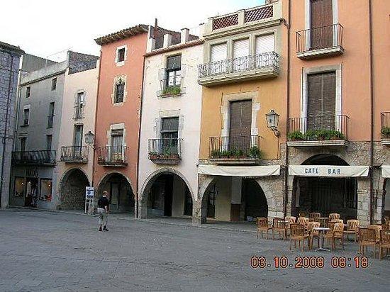 Castillo de Montgrí: gezellig plein, met leuke terrasjes