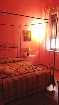 Juliette House: pink room