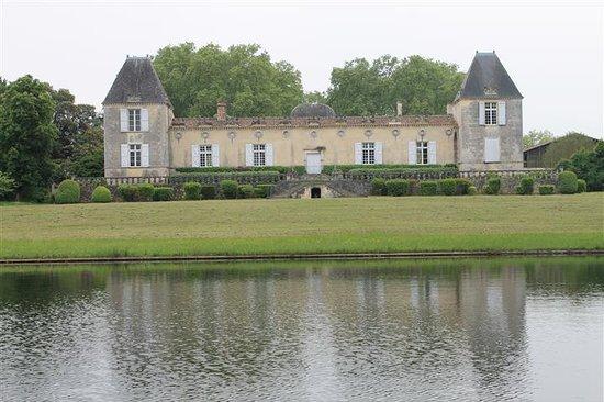 Château de Sales: vue de l'étang
