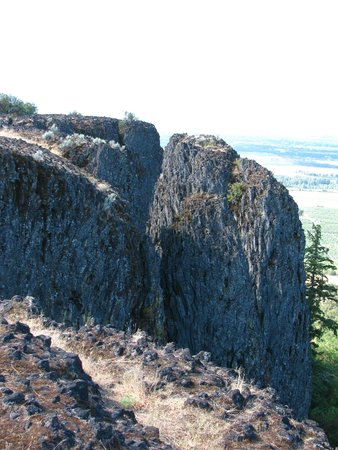 Upper and Lower Table Rock: Rock formation at the top of Upper Table Rock