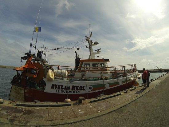 Haliotika - La Cité de la Pêche : Bateau de pécheur a la criée du soir