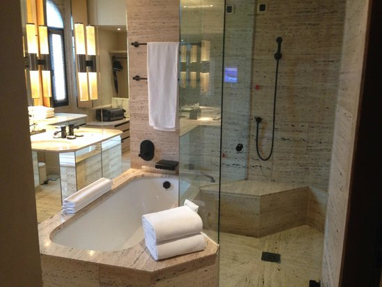Park Hyatt Milan: Bathroom deluxe twin