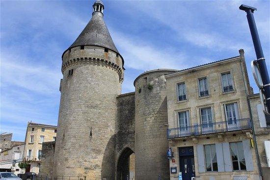 La Tour du Vieux Port : la façade de l'hotel