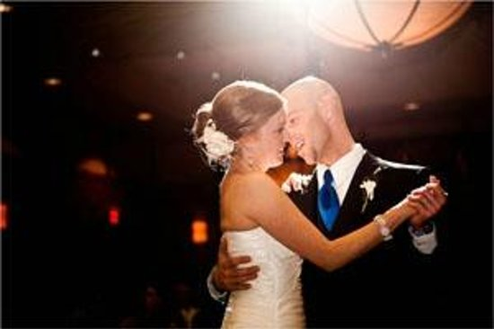 Algoma's Water Tower Inn & Suites: Weddings are cinch at the Inn. Rooms, food & beverage and guest entertainment under one roof.