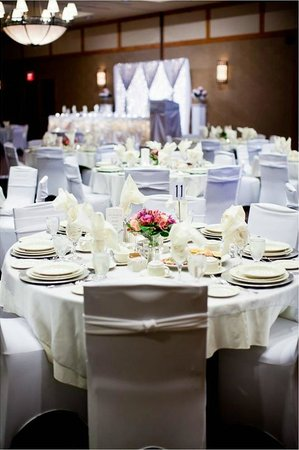 Algoma's Water Tower Inn & Suites: The Grand Hall is the backdrop to your beautiful event.