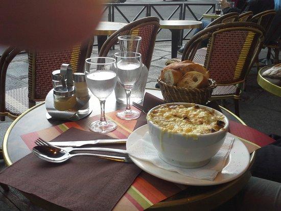 Au Petit Suisse: onion soup