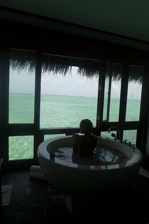 Medhufushi Island Resort: milk and coconut spa with ocean view