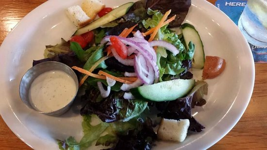 Uncle Charlie's Bistro: Side salad