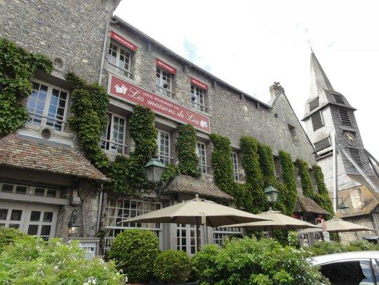 Les Maisons de Lea : zicht hotel met terras