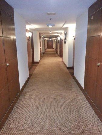 Swiss-Garden Hotel : corridors