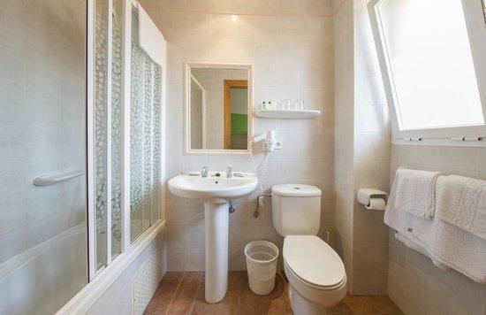 Hostal Residencia Adelino : Cuarto de baño