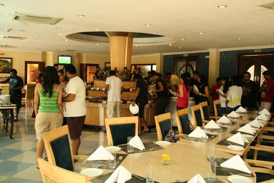 Clarks Exotica Convention Resort & Spa: Lunch at the Restaurant - got a view of the pool
